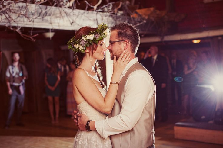 honsberger_niagara_wedding_niagara wedding florists_bouquets_boho_bride_white_succulents_Ooh La La Designs_Rachelle Rousseau photography_photo 2