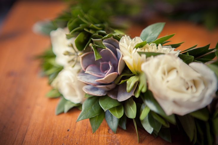 honsberger_niagara_wedding_niagara wedding florists_bouquets_boho_bride_white_succulents_Ooh La La Designs_Rachelle Rousseau photography_photo11