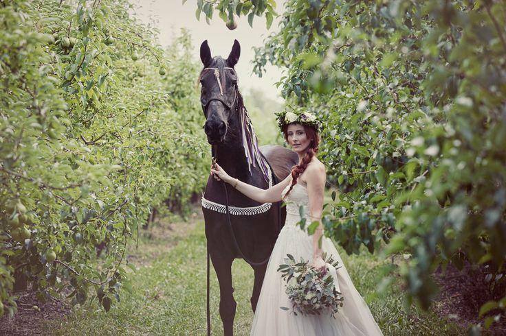 honsberger_niagara_wedding_niagara wedding florists_bouquets_boho_bride_white_succulents_Ooh La La Designs_Rachelle Rousseau photography_photo9