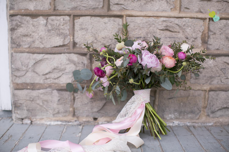 Niagara wedding florist_Toronto Wedding florist_Niagara weddings_ Toronto weddings_Eva Derrick Photography_floral crown_Ooh La La Designs 11