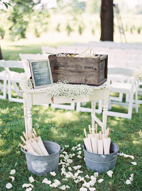 Gracewood-Estate-Wedding-Photographer-Andrew-Mark - Ooh La La Designs_Niagara Wedding Florist_Kurtz Orchard Wedding Flowers-09