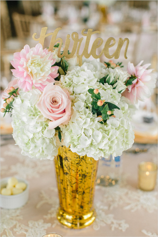 tablenumbercenterpiece@weddingchicks-550x825